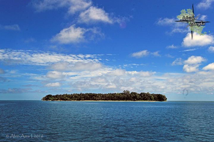 Pulau Ketawai dari jauh